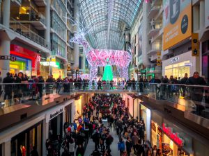 mall crowds; holiday shopping rush
